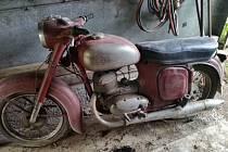 Motocykl Jawa, odcizený v Těšetinech.