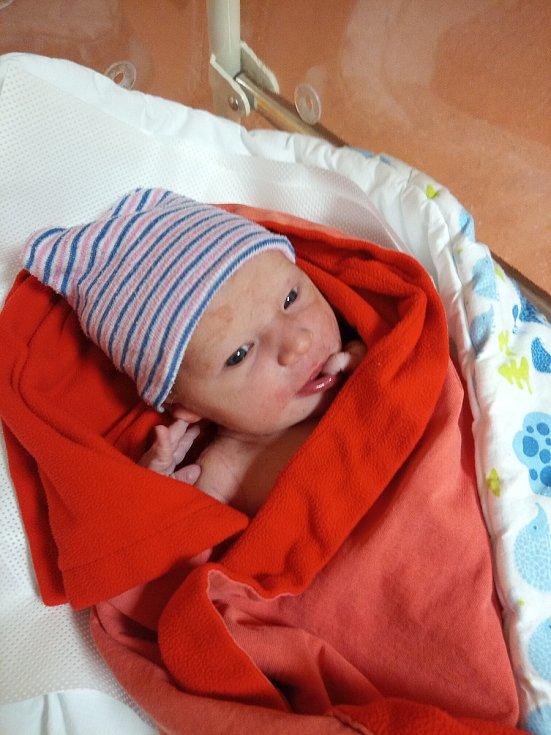 Adéla Hamiová ze Žihobec se narodila vklatovské porodnici 8. září v 17:12 hodin (3000 g, 51 cm). Rodiče věděli dopředu, že jejich prvorozeným miminkem bude holčička.