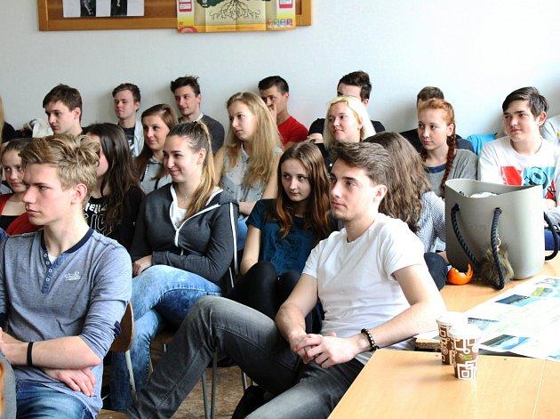 """Projektový den """"Dnešní svět"""" na klatovském gymnáziu"""
