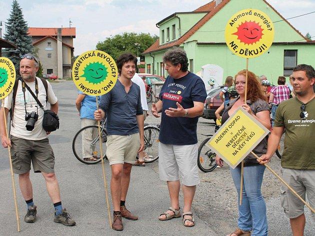Na kole a pěšky proti jadernému úložišti – pochod z Pačejova Nádraží do Maňovic 2016