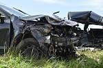 Střet dvou vozů u Velkého Boru, při němž zemřel mladý řidič a další dva lidé byli zraněni.