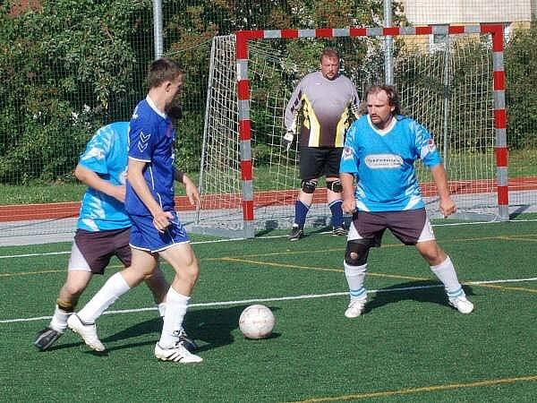 V I. lize porazili hráči Red Dogs Kal A Střelnici (ve světlých dresech) 8:0