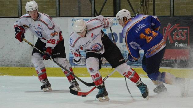 Liga juniorů: HC Klatovy (v bílém) - HC Klášterec 6:7 SN.