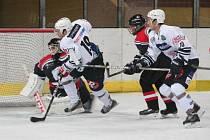 Hokejová příprava: HC Klatovy (v bílém) - EV Moosburg 8:0.