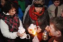 Rozdávání betlémského světla v Klatovech 2014.