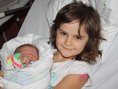 Viola Staňková z Horažďovic se narodila v klatovské porodnici 17. února ve 4.34 hodin. Vážila 3550 gramů a měřila 51 cm. Rodiče Lenka a Jiří přivítali dceru na světě společně. Na sestřičku se těší Zuzanka (5,5).