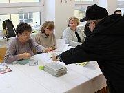 Začátek prvního kola prezidentských voleb v Klatovech, okrsek č. 8, gymnázium