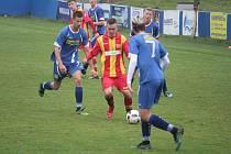 Starší dorost fotbalových Klatov (na archivním snímku hráči v modrých dresech) skončili divizní sezonu na dvanáctém místě.