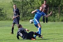 Dešenice (na archivním snímku hráči v modrých dresech) nastřílely ve dvou zápasech 19 gólů. Devět z nich obstaral kanonýr Milan Flor.