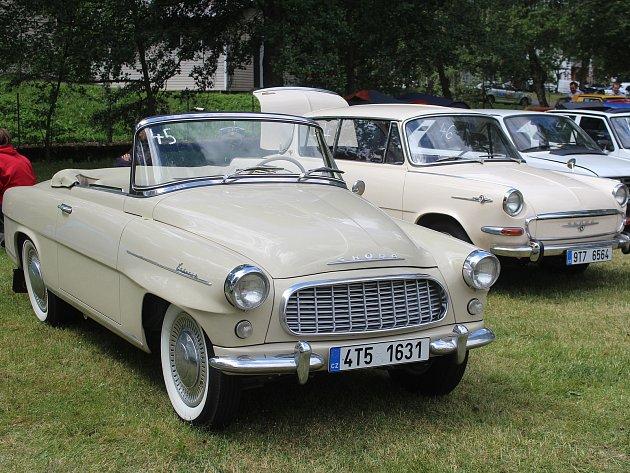 Desítky ročníků má již za sebou sraz vozů značky Škoda, který se koná dvakrát ročně vkempu vBěšinech.