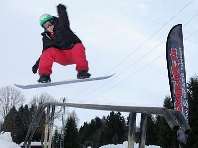 Při desátém ročníku snowboardových závodů předvedl na železnorudském Belvederu umění klatovský Pavel Cink, kterému v konečném pořadí dospělých patřilo  výborné šesté místo.