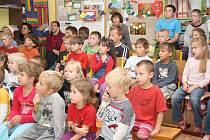 Návštěva režiséra Václava Chaloupka v dlouhoveské základní škole