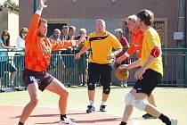 Vřeskovice A (oranžové dresy) vyhrály nad Božkovem 20:14.