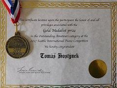 Zlatá medaile, kterou získal Tomáš Hostýnek v Seattlu.