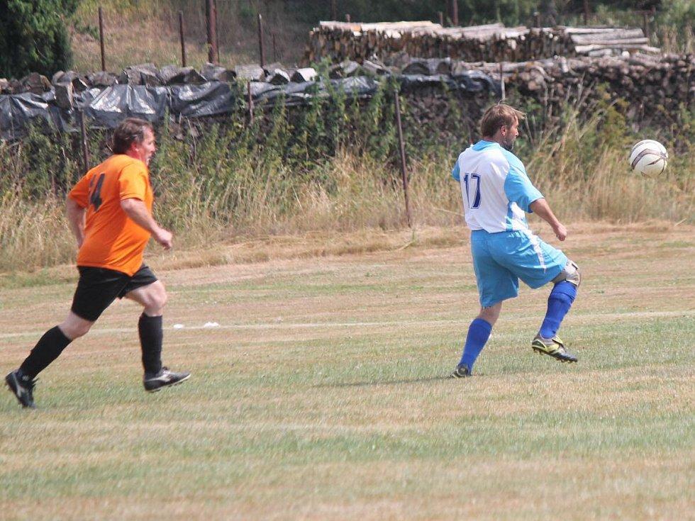 Pouťový fotbal v Žihobcích. SG Žihobce - SG Žichovice 5:5.