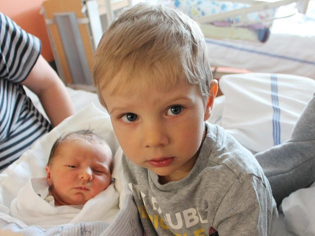 Jan Šedlbauer z Čachrova (3230 g, 51 cm) se narodil v klatovské porodnici 1. května ve 20.35 hodin. Rodiče Miloslava a Vladimír přivítali očekávaného synka na svět společně. Z brášky má radost i Vojtík (2,5).