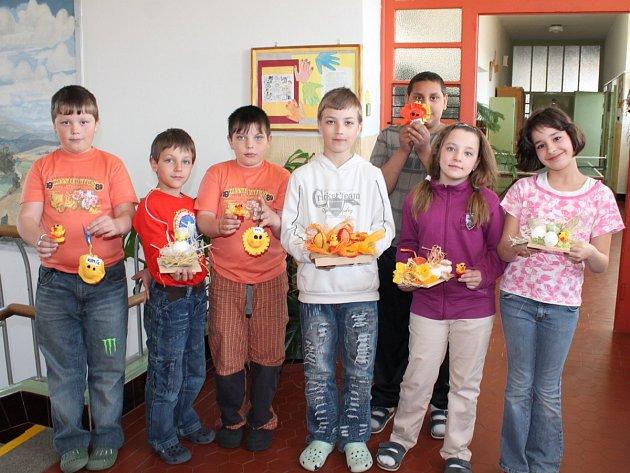 Žáci základní školy v Čachrově vyráběli velikonoční dekorace