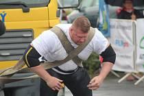 Nejlepší amatérští strongmani se setkali o víkendu v areálu Auto Nejdl v Klatovech, aby změřili své síly v extrémních disciplínách.