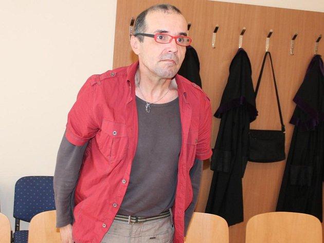 Václav Engler u klatovského soudu.