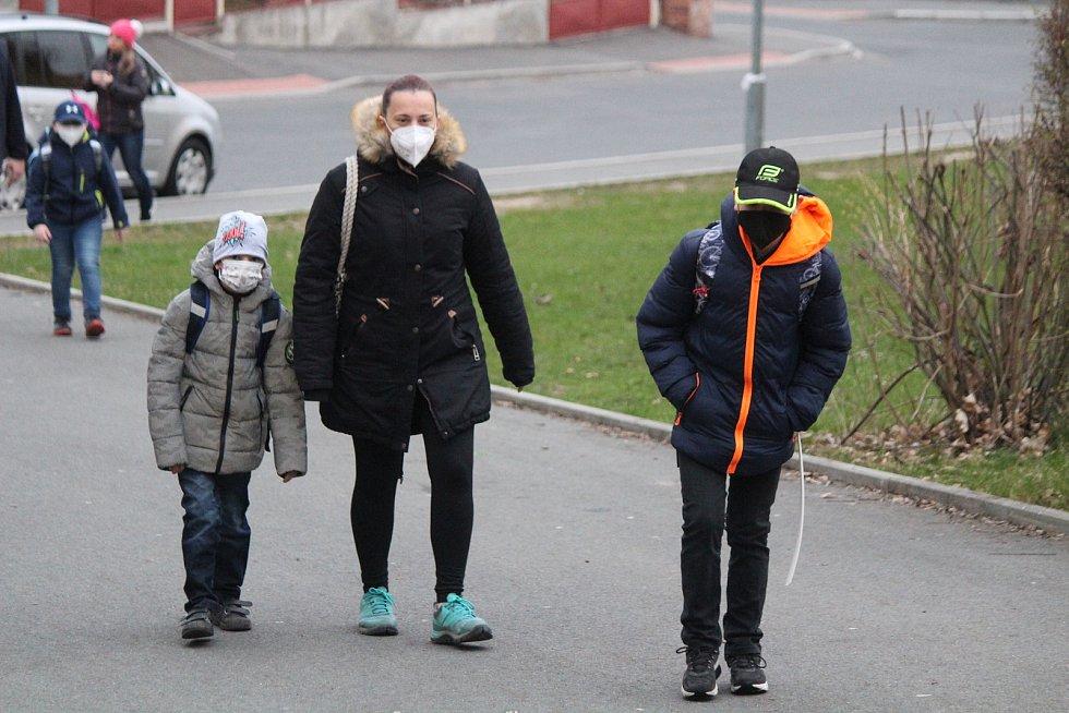 Návrat dětí do škol na ZŠ Tolstého v Klatovech.