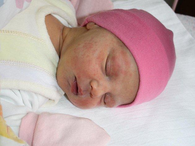 Anna Hosnedlová z Čachrova se narodila v klatovské porodnici 14. dubna ve 2.47 hodin. Vážila 3250 gramů a měřila 49 cm. Rodiče Alena a Radek věděli, že přinesou domů Danielovi (2) sestřičku.