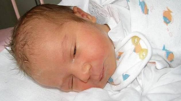 Lucie Soušková ze Spůle se narodila v klatovské porodnici 9. července 2010 ve 13.25 hodin s mírami 2,78 kg a 47 cm. Rodiče František a Silvie znali pohlaví miminka již před porodem. Doma se na sestřičku těší Karolínka (4,5).