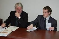 Pavel Kuba se svým advokátem na začátku soudního líčení.