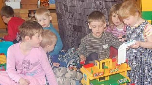 Dlažovským dětem (na snímku) bude ve školce tepleji.