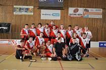 SPOLEČNÝ SNÍMEK mladých florbalistů oddílu SC Klatovy, kteří v ročníku 2. ligy juniorů doposud neztratili jediný bod.