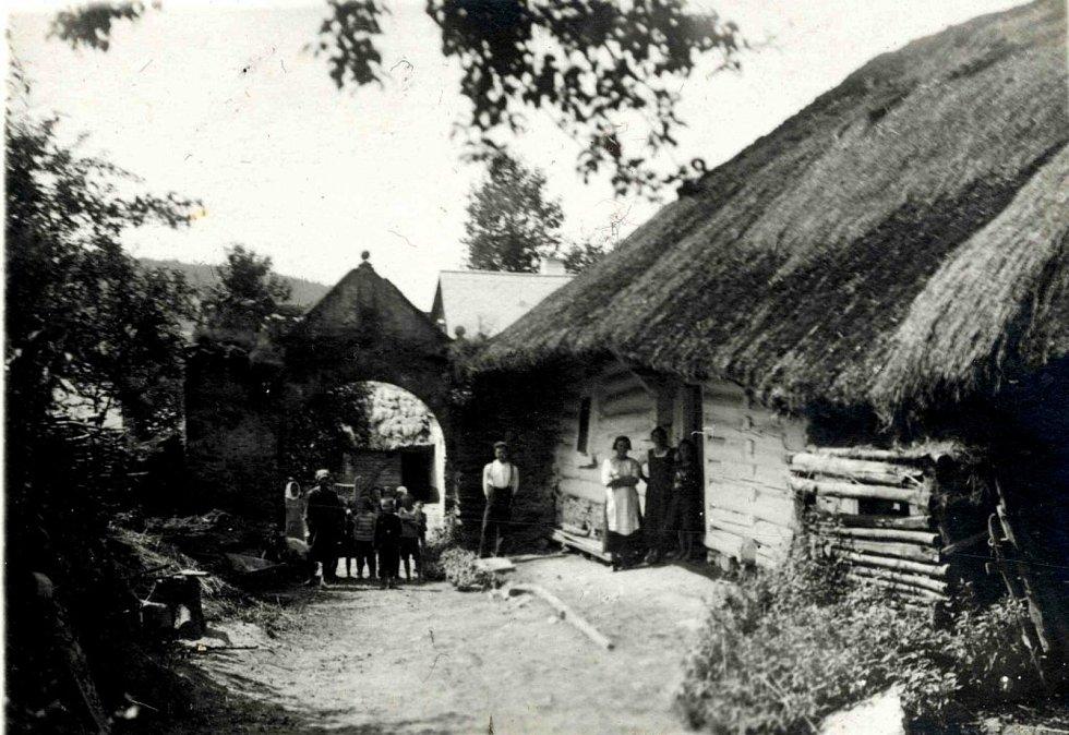 Fotografie z historie Makova, Měcholup, Němčic a Třebíšova.