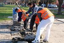 Činnost veřejné služby mohou lidé vidět každý pracovní den. Obyvatelé sami dávají městu tipy, kde je potřeba uklidit.