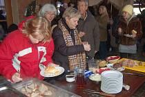 V Beňovech u Klatov se v sobotu konaly první vepřové hody.