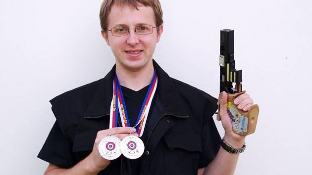 Na mistrovství ČR získal Tomáš Mandys zlato a stříbro.