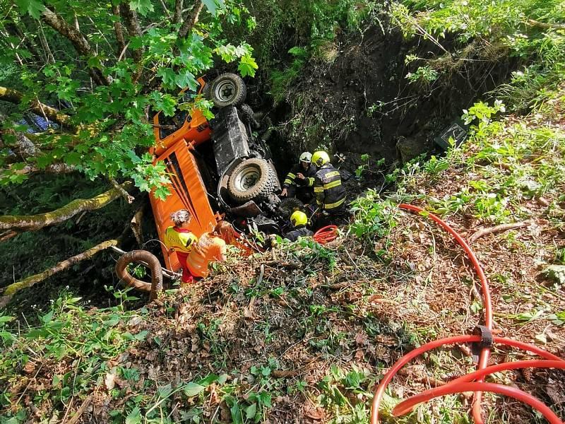 Nehoda muže s počišťovacím strojem. Foto: Horská služba Šumava