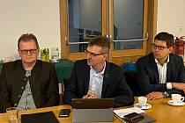 Jednání zástupců české a bavorské strany o dalším rozvoji Šumavy a Bavorského lesa na Modravě.