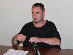 Josef Mičan, který měl při honičce se strážníky projet autem pivní slavnosti, u klatovského soudu.