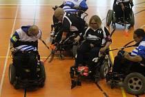 Úvodní kolo powerchair hockey ligy se vydařilo.