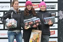 Karolína Galušková (uprostřed) jako vítězka jednoho z nominačních závodů v Trnávce.