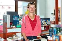 Michaela Daňková ve svém knihkupectví.