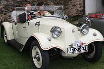 Exkluzivní historická auta na hradě ve Velharticích
