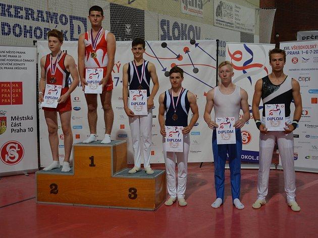 Kůň našíř byl další disciplinou, kde se talentovaný člen TJ Sokol Rokycany a obyvatel Hrádku prosadil. Patřilo mu druhé místo!