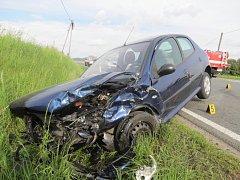 Nehoda u Čínova, při níž se zranilo pět lidí.