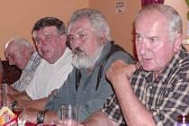 Nejen členové Dobrovolného sdružení chovatelů a přátel koní Klatovska a  Domažlicka se sešli v libkovské hospůdce,  aby se ohlédli za  Dnem koní, který pořádali v Dolanech a aby si zároveň připomněli akce, které je letos ještě čekají.