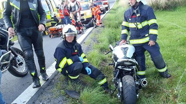 Nehoda motorkáře u Petrovic.