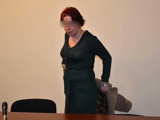 Jitka K., obžalovaná zvydírání, křivého obvinění a podvodu, uklatovského soudu.