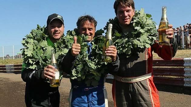 Tři nejlepší autokrosaři v divizi Touring Autocross v závodě ME ve Vilkyciai. Zleva Martin Samohýl, Václav Fejfar a Otakar Výborný.