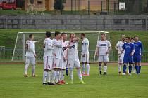 Klatovy (na archivním snímku hráči v bílých dresech) hrají doma s Českými Budějovicemi B.