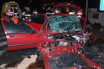 Tři lidé zemřeli a další tři lidé byli zraněni v úterý před půlnocí při nehodě v Lubech u Klatov.
