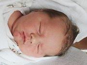 Lukáš Moravec z Klatov (3940 g, 53 cm) se narodil v klatovské porodnici 1. prosince ve 21.31 hodin. Rodiče Jana a Zdeněk si nechali pohlaví miminka jako překvapení na porodní sál. Z brášky mají radost Nicol (17) a Kristýnka (5).
