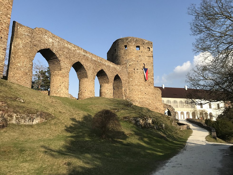 Práce na hradě Velhartice.